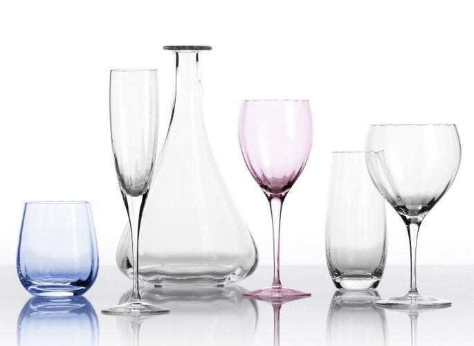 smooth and long crystal glasses and decanters in a line